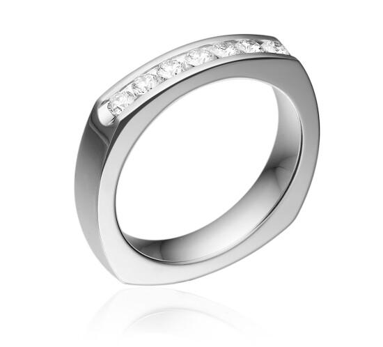 14 kt. Ring med Diamanter fra Solskov